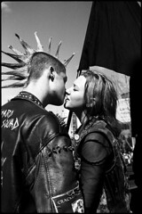 Love 04 (Snapshots of Melbourne) Tags: street photography melbourne love couple kissing punks southbank ian kenins