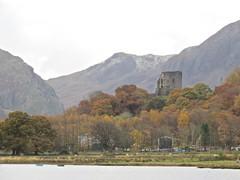 6072 Autumn colour around Castell Dolbadarn - Dolbadarn Castle, Llanberis (Andy - Busyyyyyyyyy) Tags: 20161118 autumncolour castelldolbadarn castle ccc dolbadarncastle lake llanberis lll llynpadarn mmm mountain water www