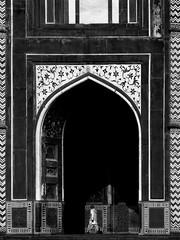 fort (Maik Irmscher) Tags: street india blackwhite streetphotography agra olympus stranger indien omd 25mm