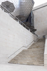...and also zig-zags.... (Jordi AC) Tags: stairs spain bilbao minimalist euskadi paisvasco guggenheimmuseum upsanddowns paulgetty caminodelnorte