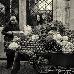 Street 193 (`ARroWCoLT) Tags: 700d stm f28 24mm canon blackandwhite monochrome outdoor siyahbeyaz sb bw istanbul skdar turkey trkiye turkei people greengrocer vendor cart bnw bnwstreet ishootpeople insan vegetable tomato onion pepper domates sebze