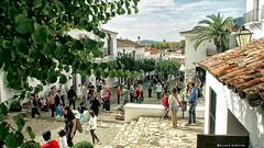 2190  Escena callejera , Aracena, Huelva (Ricard Gabarrs) Tags: callejeando aracena paseo calle gente moltitud ricardgabarrus jardin olympus rue street ricgaba