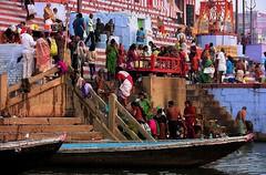 INDIEN, india, Varanasi (Benares) frhmorgends  entlang der Ghats , 14448/7334 (roba66) Tags: indienvaranasibenaresfrhmorgendsentlangderghats varanasibenares benares varanasi ganges ganga ghat pilgerstadt pilger hindu hindui menschen people indianlife indianscene history brauchtum tradition kultur culture indiansequence historie historic historical geschichte hinduismus indien indiennord asien asia india inde northernindia urlaub reisen travel explore voyages visit tourism roba66 city capital stadt cityscape building architektur architecture arquitetura monument bau fassade faade platz places