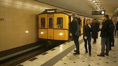 Premiere B2 auf U9 - 18 (Berliner U-Bahn) Tags: ubahnhof sonderfahrt b2 b2sonderfahrt u9 berlinerubahn ubahn untergrundbahn ubahntunnel gleisanlagen agubahn leopoldplatz schlosstrase turmstrase berlinerstrase zoologischergarten rathaussteglitz westhafen bvg berlin deutschland germany underground specialtour station tracks