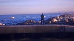mare d'inverno (ChiaraZanottiii) Tags: mare inverno scogli porto orizzonte persona pensare riflettere onde