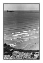 Crozon (Punkrocker*) Tags: contax aria cy yashica 50mm 5014 ml film kodak trix 400 nb bwfp mer sea coast people crozon finistre bretagne brittany france