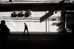 (rafa.sa) Tags: streetphotography fotografiaderua street rua remirar sãopaulo sp pinheiros brasil brazil silhueta luzinha