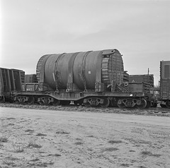 [Southern Pacific, Heavy Duty 16 Wheel Flat Car No. 500601] (SMU Central University Libraries) Tags: trains sp railroads espee railroadyards railroadfreightcars