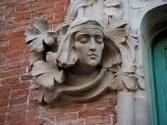 Detall escultòric del Pavelló de Nostra Senyora de la Mercè (tgrauros) Tags: barcelona catalonia catalunya recintemodernistadesantpau santpaurecintemodernista pavellódenostrasenyoradelamercè