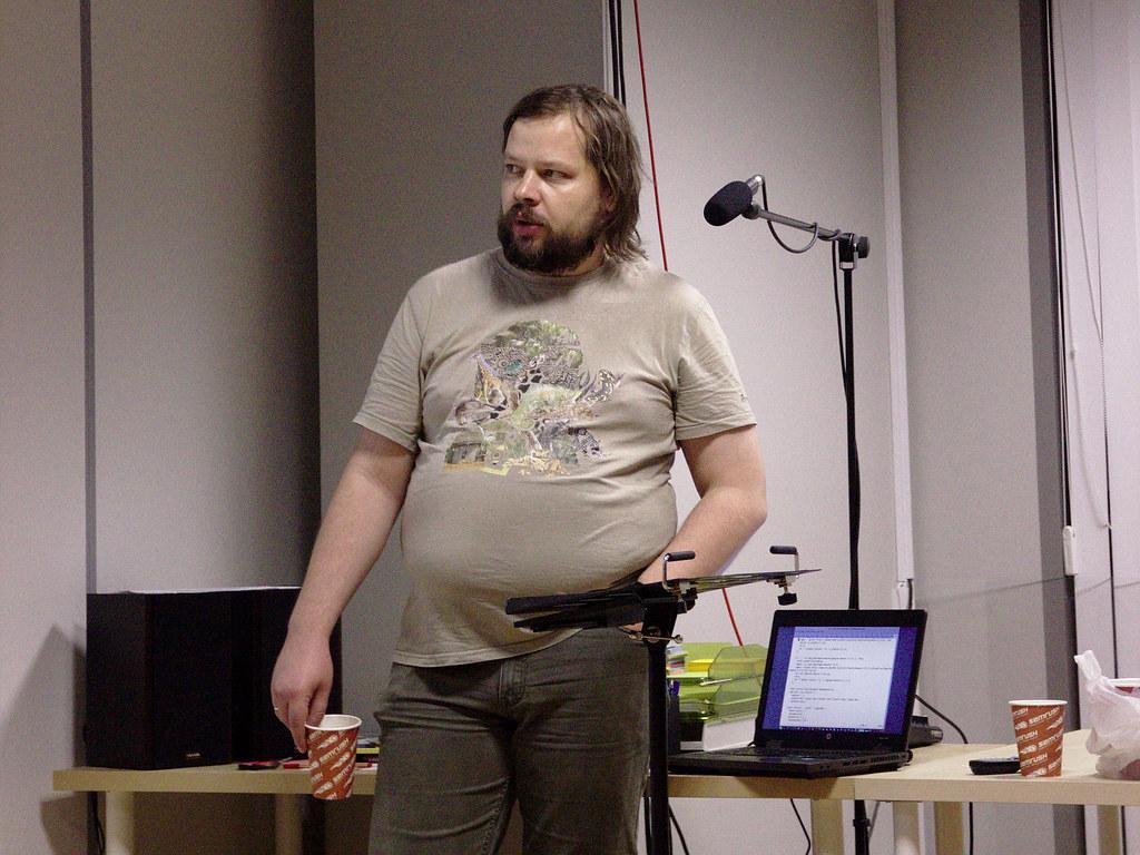 фото: Александр в процессе доклада