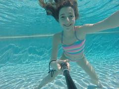 G0118011 (Mercedesdiaz) Tags: water girl sport swimming outside kid agua underwater bajo piscina nia swimmingpool nadar deporte pileta natacion swimm airelibre submarino bajoelagua