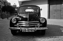 Renault 44 (Xuco Martin) Tags: bessar voigtlnder 11m pctea renault44 agfaapx400new colorskopar35mmf25pancake getafe2015