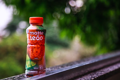 My favorite drink for hot days (AdrianoSetimo) Tags: brazil green window brasil riodejaneiro bottle drink bokeh janela canon5d mate garrafa bebida cosmevelho canoneos5d matteleo 24105mml canonef24105mm ef24105mm colgiosovicentedepaulo canon5dclassic