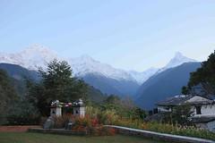 Morning Mountains (Mabacam) Tags: nepal foothills snow mountains rock sunrise trekking walking hiking peaks himalaya annapurna fishtail 2015 machhapuchhre ghandruk annapurnasouth gangapurna hiunchuli ghandrung annapurnahimal annapurna1 himalayalodge annapurnafoothills