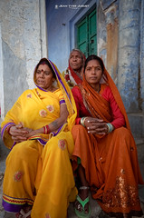 Femmes de Pushkar(Rajasthan - Inde)  - Women Pushkar (Rajasthan - India) ( Jean-Yves JUGUET ) Tags: portrait india girl beauty face look festival photography eyes asia desert front camel pushkar hindu hinduism gypsy pilgrimage pilgrim inde frontview colorimage camelfair thardesert