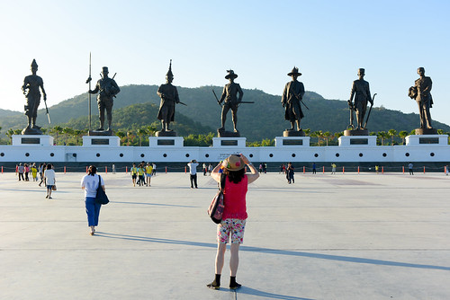 HUAHIN THAILAND Dec11 2015 :Ratchapak Park,The girl take photo the statues of Seven king of thailand monument by phone at ratchapak royal public park,Hua hin Thailand, on 11th December 2015