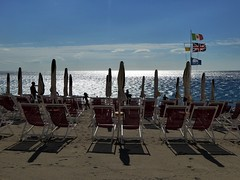 Grecale (fotomie2009 OFF) Tags: spotorno beach spiaggia copacabana liguria italy italia sea mare vento wind grecale stabilimento balneare riviera ponente ligure controluce backlit backlight shadows ombre sdraio ombrelloni