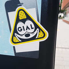 GIAL (Exile on Ontario St) Tags: sticker triangle felixthecat chat felix cat collant autocollant montreal jaune yellow montral smiling souriant gial flix borne stationnement parking square squareformat