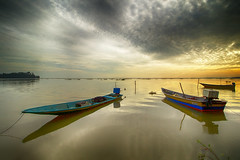 IMG_7706 ~ tiga (alongbc) Tags: jubakar jubakarpantai tumpat kelantan malaysia travel places trip coastal sea sky clouds fishingboats fishingvillage canon eos700d canoneos700d canonlens 10mm18mm wideangle