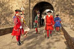 Guardies de la Coronela (Porschista) Tags: barcelona drasanes catalunya guardias soldats soldados coronela portaldesantamadrona relevo relleu tambor fusiles fusils