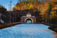 le-tunnel-du-canal (ma03ri09n50) Tags: cannal tunnel péniche bateau automne