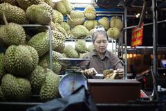 Durian (Sitoo) Tags: bangkok chinatown night nightphotography road streetlife streetphotography thailand yaowarat seller street market durian people portrait retrato