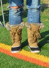 2016-11-19 (26) Nike Park Turf, Great Falls VA (JLeeFleenor) Tags: photos photography va virginia nikepark greatfalls girls woman femme frau vrouw donna lamujer dona امرأة жена 女子 žena kvinde nainen γυναίκα האישה nő औरत wanita 女性 여자 kvinne زن kobieta mulher женщина kvinna หญิง kadın жінка ngườiphụnữ boots shoes footwear footgear outside outdoors jeans
