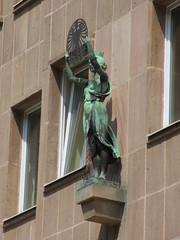 Art nouveau statue, Knigstrae, Nuremberg, Germany (Paul McClure DC) Tags: sculpture architecture germany bayern deutschland bavaria nuremberg franconia historic artnouveau franken nrnberg may2015