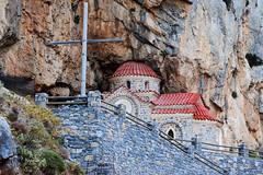 La chiesa nella roccia. (enunzia) Tags: summer holiday church nikon creta nikkor viaggiare nikonflickraward lifetravel photomanya