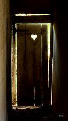 au fond du coeur (EP61) Tags: coeur porte cour ep61