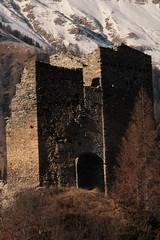 Burgruine - Ruine der Burg Tschanüff ( Höhenburg - Spornburg aus dem 12. Jahrhundert ) in Ramosch im Engadin - Unterengadin im Kanton Graubünden - Grischun der Schweiz (chrchr_75) Tags: christoph hurni chriguhurnibluemailch chrchr chrchr75 chrigu chriguhurni dezember 2015 albumzzz201512dezember hurni151215 burg burgruine castillo castle linna château castello 城 ruine ruin ruiner ruïne ruins rauniot руины rovine 廃墟 kasteel slott zamek castelo ruïnes ruiny ruínas ruinas rovina ruina mittelalter geschichte history wehrbau burganlage festung albumburgruinengraubünden albumschweizerschlösserburgenundruinen graubünden grischun grigioni grisons bündner kantongraubünden albumgraubünden