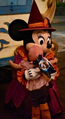 Minnie Hugs (donna_0622) Tags: hugs minniemouse witch costume kids izzy pirate costumes halloween disneyworld magickingdom mickeysnotsoscaryhalloweenparty fl florida orlando nikon d750