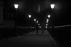 Night in Paris (Michel Couprie) Tags: france paris pont people perspective composition city streetlamp night nuit walking walker street bridge eiffel eiffeltower seine canon eos ef10028lmacro couprie contrejour backlight light lignes lines