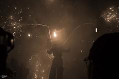 Correfoc 040 (Pau Pumarola) Tags: correfoc foc fuego feu fire feuer guspira chispa étincelle spark funke festa fiesta fête fest diable diablo devil teufel catalunya cataluña catalogne catalonia katalonien girona diablesdelonyar