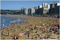 Gijon - Playa de San Lorenzo. (gerard21081948) Tags: espagne espaa gijon plage playa sanlorenzo sable personnes touristes mer extrieur architecture horizon ville asturies asturias