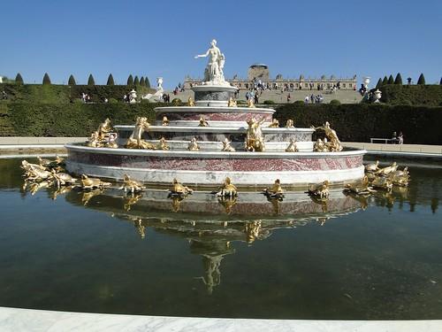 Jardin de Versailles. Bassin de Latone avec vue sur le Château.
