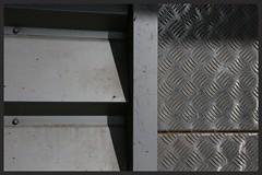 Mtal contre mtal (Pi-F) Tags: mtal tole construction alu aluminium brillant matire texture gris volet dflecteur