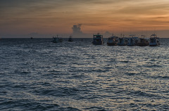 Ships at Sunset (Hattifnattar) Tags: ships sunset harbor thailand kohtao maehaad pier pentax fa43mm limited