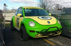 Green Bay Packers (Cragin Spring) Tags: midwest unitedstates usa unitedstatesofamerica volkswagen vw bug car vehicle green yellow greenbay greenbaywisconsin greenbaywi greenbaypackers packers football nfl wisconsin wi beetle