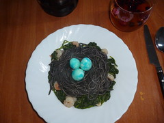 huevos dragon cena (sieteaguila) Tags: huevos dragon comida cena halloween espaguetis negros nido