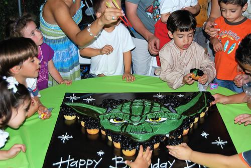 354-polkatots cupcake cakes
