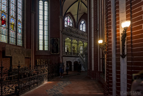 Doberaner Münster • Grabmal und Gruft des Herzog Adolf Friedrich I. davor Grabfigur der Königin Margarete von Dänemark