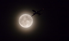 Supermoon November 2016 (Wirral/Liverpool) (Rob Pitt) Tags: supermoon november 2016 wirral liverpool a plane taking off from john lennon airport england silhouette