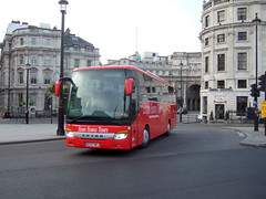 Trafalgar Square (Hesterjenna Photography) Tags: evanevans tour tourist coach bus psv bx07nkj excursion setra