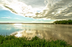 Atardecer en Paran HDR (Gdemiceu) Tags: sunset sky costa reflection green water entreros argentina clouds river landscape atardecer flora agua flickr wildlife paisaje shore cielo nubes reflejo aquatic hdr diamante roparan 100faves world100f canon7d