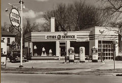 Cities Service Gas Station, Conant and Wisconsin