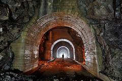 Consolidations dans un grand roulage (flallier) Tags: carrière souterraine ciment underground cement quarry voûtes arcs arches silhouette roulage calcaireargileux calcaire vault alpes