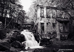 Carbide Willson / Fall [Explored] (/ shadows and light) Tags: carbidewillsonruins chelsea gatineauparc parcdelagatineau quebec abandoned architecture building derelict falls foliage rocks trees water bw monochrome