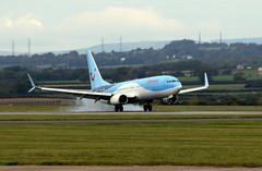 G-FDZT landing. (aitch tee) Tags: cardiffairport aircraft airliner landing thomson boeing b737800 gfdzt cwlegff maesawyrcaerdydd walesuk