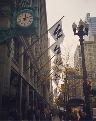 (Ryan Dickey) Tags: chicagocubs wflag downtownchicago statestreet macys
